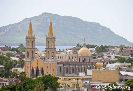 Mazatlán, MX Skyline - Mountain Backdrop